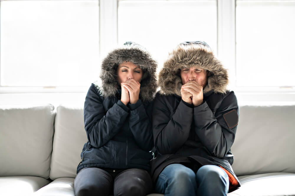 https://www.hrv.co.nz/content/images/uploads/2019/05/Couple-cold-indoors.jpg